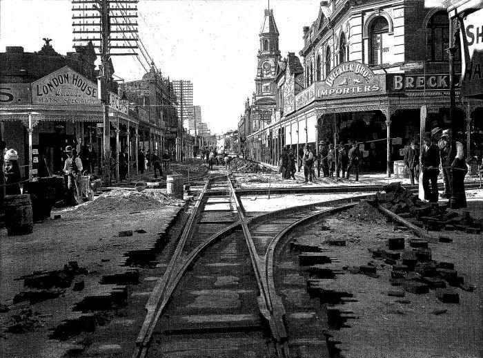 Fremantle 1905 1280px-Laying_tramlines